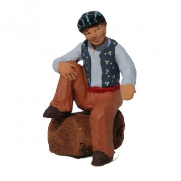 Homme assis à la jambe relevée