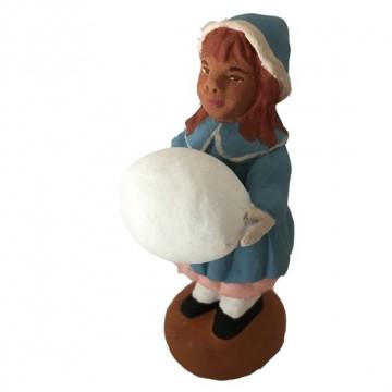 Petite fille à la grosse boule de neige
