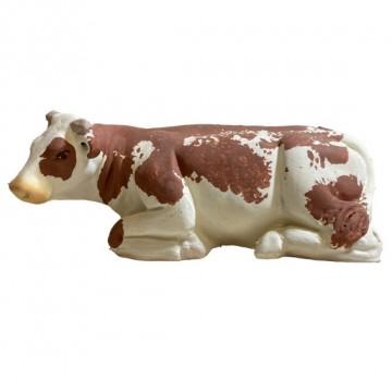 la vache marron couchée